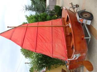 Junka. barco de madera chino con remolque