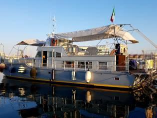 Imbarcazione per charter subacquei